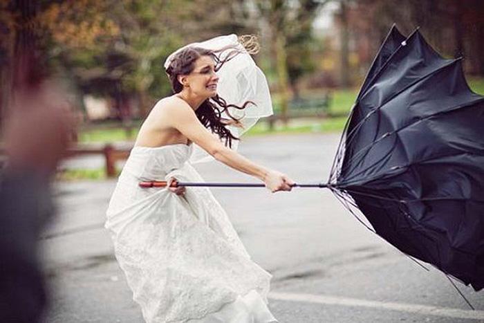 Букеты в день свадьбы дождь и гроза