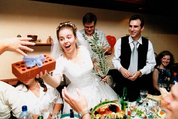 Обыграть свадебный подарок