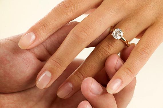Непростое украшение. Что делать с помолвочным кольцом после свадьбы