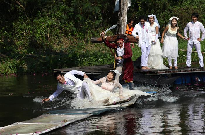 Транспорт для эффектного появления жениха и невесты